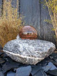 Maggia Brunnen mit drehender Granitkugel