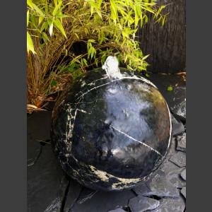 Marmor Kugel Quellstein schwarz poliert 40cm