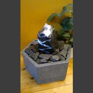 Zimmerbrunnen schwarz-weißer Marmor in Granitbecken