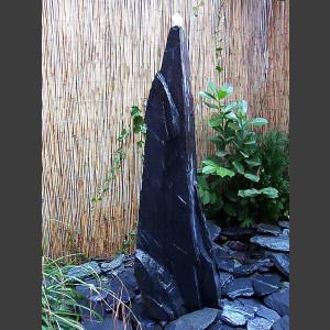Monolith Quellstein grauschwarzer Schiefer 175cm