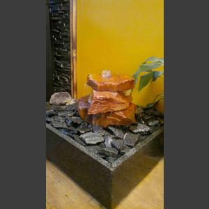 Zimmerbrunnen Sandstein Kaskade 3fach in 4eckigem Granitbecken