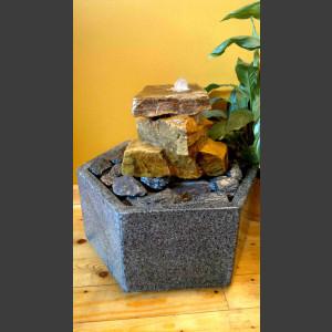 Zimmerbrunnen Kaskade beiger Sandstein in Granitbecken
