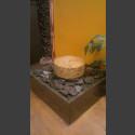 Zimmerbrunnen gelber Granit-Mühlstein in 4eckigem Granitbecken