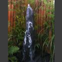 Quellstein Säule Marmor schwarzweiß geschliffen 120cm