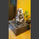 Zimmerbrunnen schwarz-weißer Marmor in 4eckigem Granitbecken