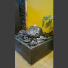 Zimmerbrunnen grau-schwarzer Findling 15cm in 4eckigem Granitbecken