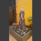 Zimmerbrunnen Marmor Monolith geschliffen in 4eckigem Granitbecken