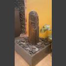 Zimmerbrunnen Schiefer Monolith graubraun in 4eckigem Granitbecken