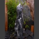 Quellstein Säule Marmor schwarzweiß geschliffen 65cm
