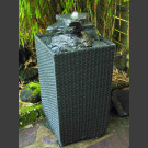 Terassenbrunnen Kaskade schwarzer Schiefer im Flechtkorb