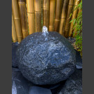 Basalt Kugel Naturstein Brunnen 30cm