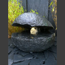 Basalt Auster Quellstein Brunnen mit drehender Glaskugel
