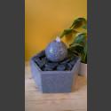 Fontaine d'intérieur set Boule en Granite gris en bassin de granit hexagonal
