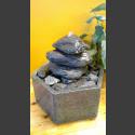 Fontaine d'intérieur set  Cairn en Bloc erratique gris-noire  en bassin de granit hexagonal