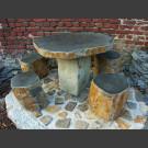 Table et chaises de jardin de basalte