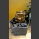 Fontaine d'intérieur set grès beige en bassin de granit hexagonal