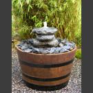 Complet Fontaine Cairn dans le tonneau de vin