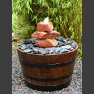 Complet Fontaine Cascade rouge dans le tonneau de vin