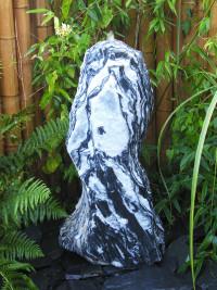 Monolith Marmor schwarzweiß 80cm1