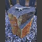 Bronzefigur Lizard op Basalt Column