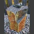 Bronzefigur zangvogel op Basalt Column