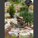 Kaskaden Brunnen rotbunter Schiefer
